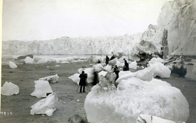 Muir Glacier, photo taken sometime in the 1880s. Source: USGS, Repeat Photography of Alaskan Glaciers