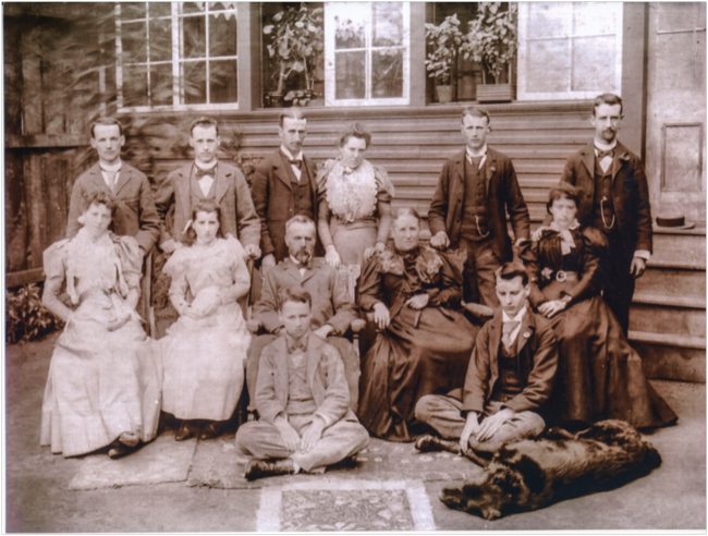 Photo of the Smith family in 1906